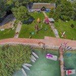 Szörf és vitorlás iskola drónnal fotózva