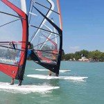 Szörfösök a Balatonon