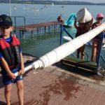 Gyerek vitorlázók a Balatonon