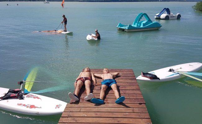 Pihenő két szörfözés között